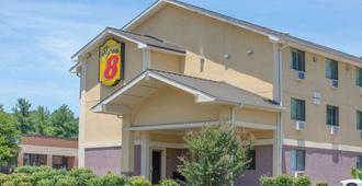 Super 8 by Wyndham Charlottesville - Шарлоттсвилль