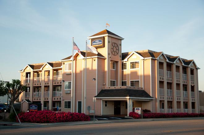 Howard Johnson by Wyndham Salinas - Salinas - Building