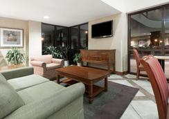 Baymont Inn and Suites Indianapolis South - Indianapolis - Olohuone