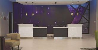 La Quinta Inn & Suites by Wyndham McAllen Convention Center - McAllen - Resepsjon