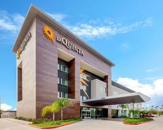 La Quinta Inn & Suites by Wyndham McAllen Convention Center - McAllen - Building
