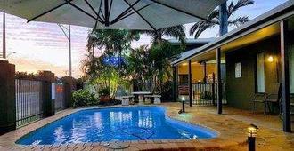 羅克漢普頓棕櫚汽車旅館 - 洛坎普頓 - 洛克翰姆敦 - 游泳池