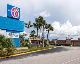 Motel 6 Spring Hill Weeki Wachee - Spring Hill - Building