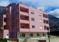 Sara Apartments - Makarska - Building