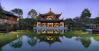 Four Seasons Hotel Hangzhou at West Lake - Hangzhou - Outdoor view