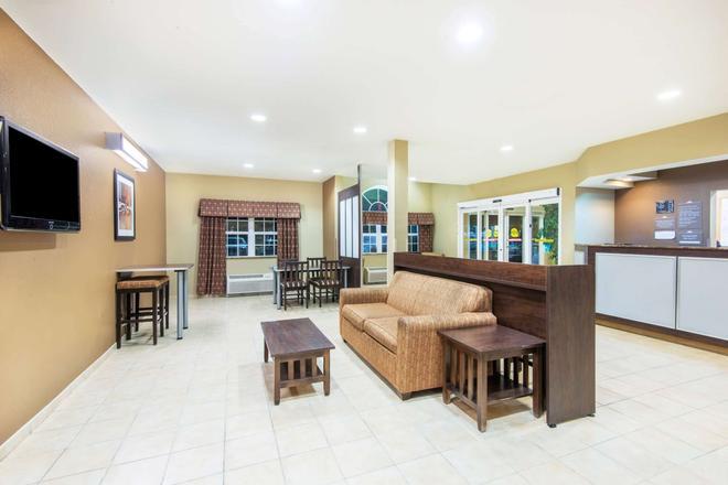 Microtel Inn & Suites by Wyndham Montgomery - Μοντγκόμερι - Σαλόνι