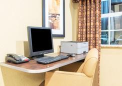 Microtel Inn & Suites by Wyndham Montgomery - Montgomery - Business centre