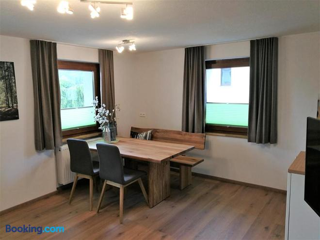 Café Pension Feldbergblick - Titisee-Neustadt - Dining room