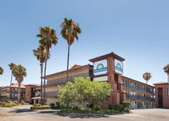 Days Inn by Wyndham San Jose Airport - Milpitas - Building