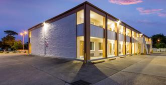 Econo Lodge Little Creek - נורפולק - בניין
