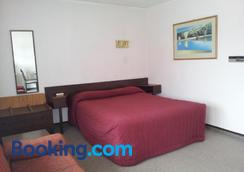 Ace High Motor Inn - Napier - Bedroom