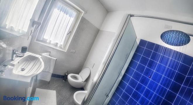 Rainbow Holiday Apartments Lake Como - Colico - Bathroom