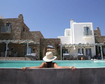 Niriides Luxury Homes - Elia - Pool