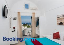 Join Us Low Cost Rooms - Thera - Bedroom