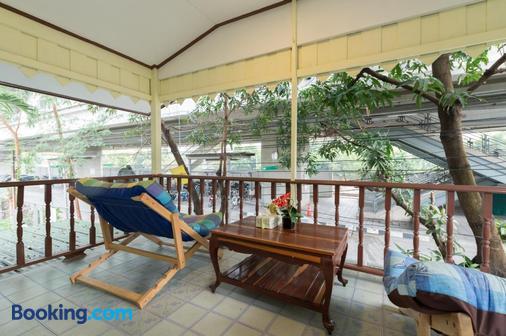 Nty Hostel Near Suvarnabhumi Airport - Bangkok - Balcony