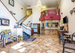 Rodeway Inn & Suites - Lake Havasu City - Lobby