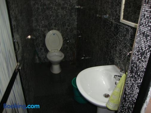 Leon Hide Out Guest House - Vasco da Gama - Bathroom