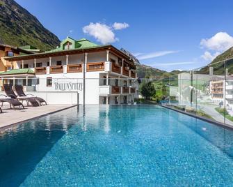 Alpenresidenz Ballunspitze - Galtur - Zwembad