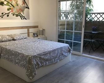 Kamelly Guest House - Badalona - Bedroom