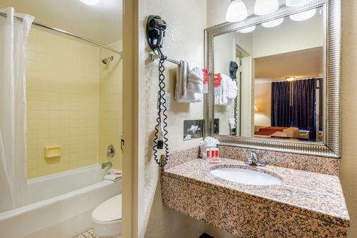 Econo Lodge International Drive - Orlando - Bathroom