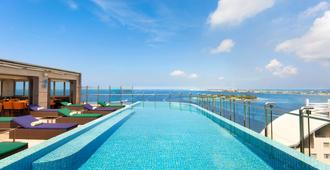 Jen Maldives Male by Shangri-La - Malé - Pool