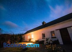 Teach Fada Red Door Cottage - Urbalreagh - Edificio
