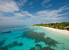 Four Seasons Resort Maldives at Landaa Giraavaru - Landaagiraavaru - Strand