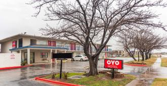 OYO Hotel Wichita Falls I-44 At Maurine St - Wichita Falls