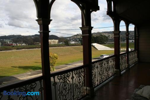 Arthouse Hostel - Launceston - Balcony