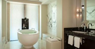 Four Seasons Hotel Moscow - Moscow - Bathroom
