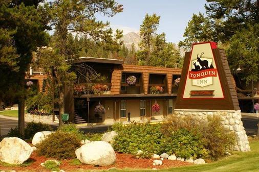 Tonquin Inn - Jasper - Building