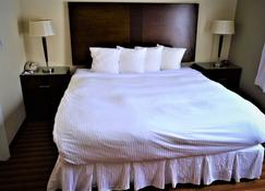 Sigma Inn & Suites Hudson's Hope - Гудзонс Хоп - Спальня