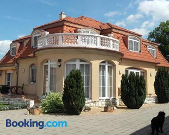 Ambrózia Guesthouse - Nagykanizsa - Building