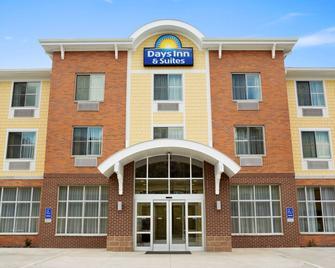 Days Inn & Suites by Wyndham Caldwell - Caldwell - Gebouw