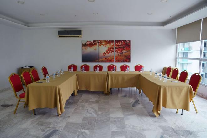 Ramada Panama Centro via Argentina - Panama City - Meeting room