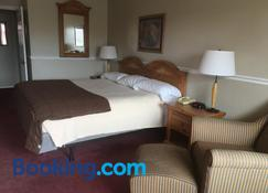 Ambassador Inn And Suites - Manchester - Bedroom