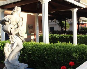 Hotel Ristorante L'Avvenire - Gizzeria - Buiten zicht
