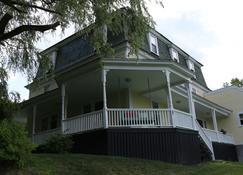 The Ballard House Inn - Meredith - Building