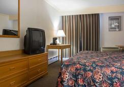 Econo Lodge By the Falls - Niagara Falls - Bedroom