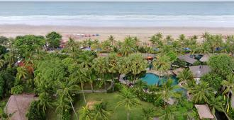Legian Beach Hotel - Kuta - Outdoor view