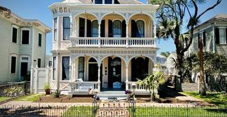Coppersmith Inn Bed and Breakfast - Galveston - Building