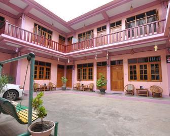 Shwe Nadi Guest House - Bagan - Building