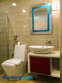 Louis Hotel - Taiping - Bathroom