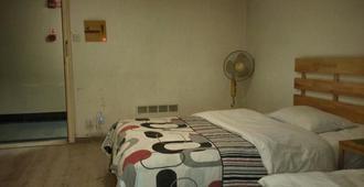 Kinn One Hotel Kunming Railway Station Branch - Kunming - Bedroom