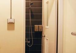 Knock Knock Hostel - Cao Hùng - Phòng tắm