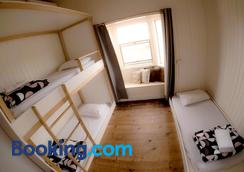 Bunk Inn Hostel - Bundaberg - Bedroom