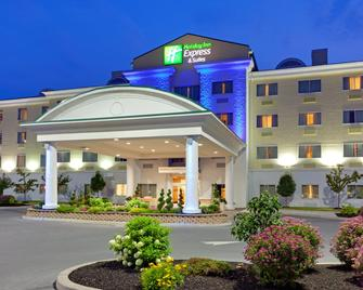 Holiday Inn Express & Suites Watertown-Thousand Islands - Уотертаун - Building