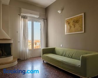 Ev Zin Apartement Dafnon - Leonidio - Living room