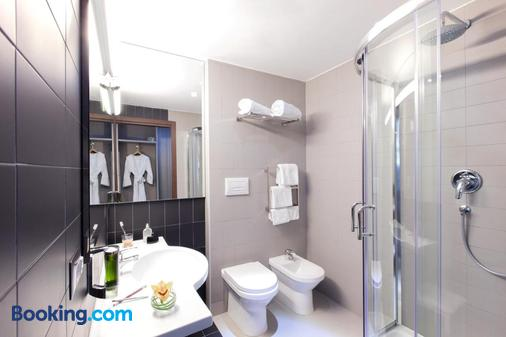 Ibis Styles Roma Eur - Rome - Bathroom