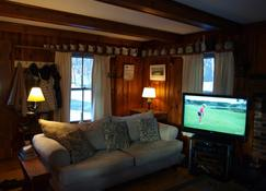 Charming 2 Bedrooom Guest House On 2 Acres North Conway Village - North Conway - Living room